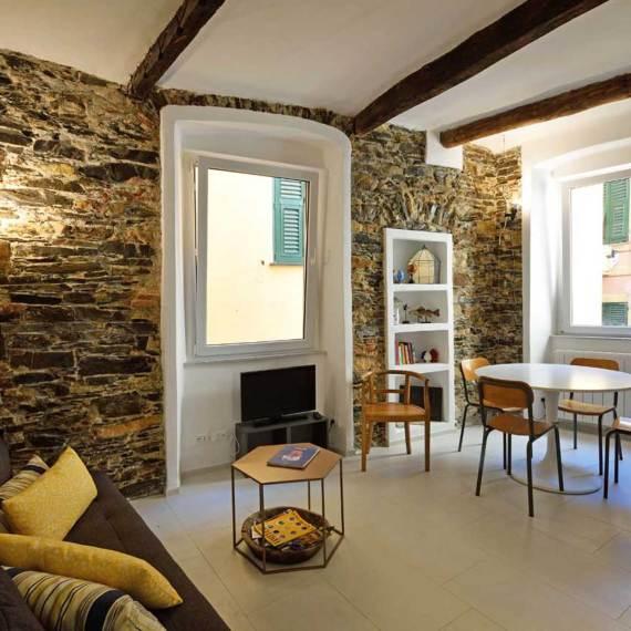 Una casa a Camogli: storie e pareti colorate. Un progetto di Roberto Silvestri Architetto.