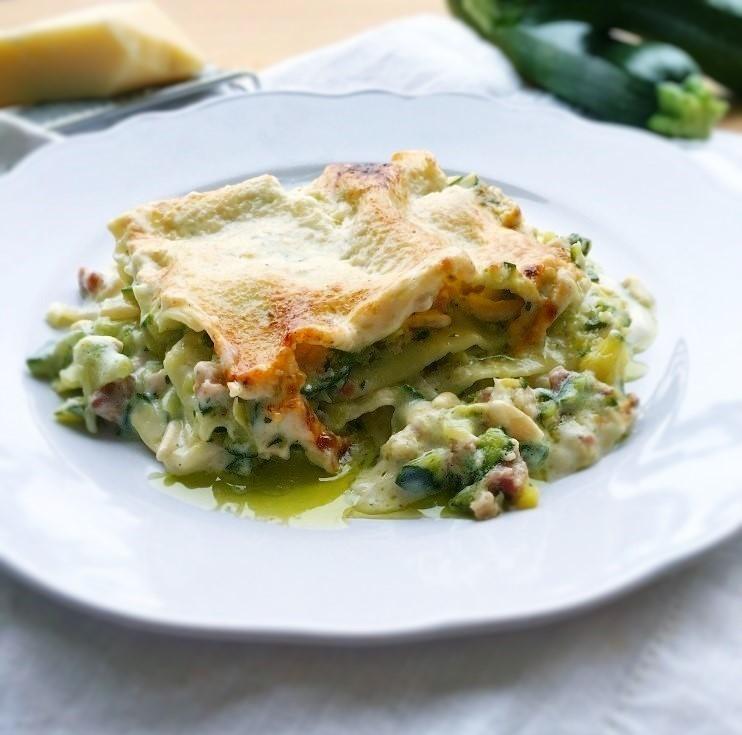 Le lasagne di Fabrizio. Lasagne con zucchine, pancetta e pinoli.