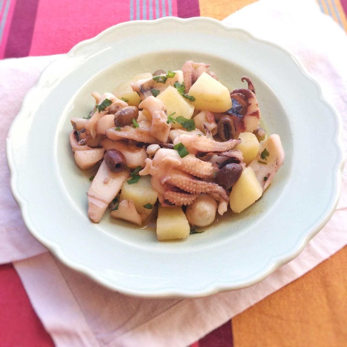 Seppie con patate e olive taggiasche.
