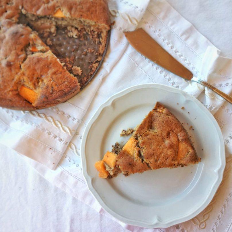Torta al melone e marmellata di ciliegie: Soffice e golosa.