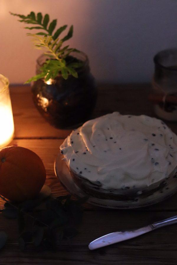 Torta semplice con gocce di cioccolato e crema al mascarpone