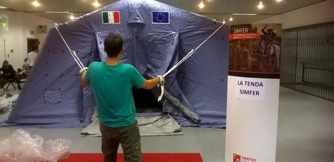 Un allestimento dimostrativo della tenda Simfer