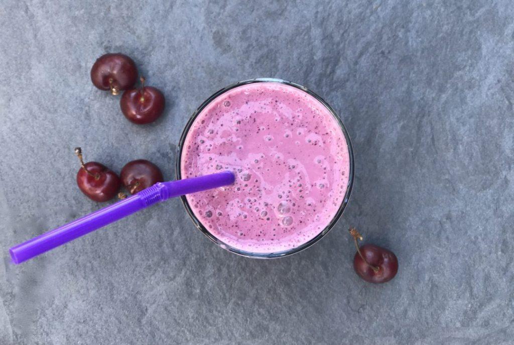 blueberry-cherry powerhouse antioxidan smoothie