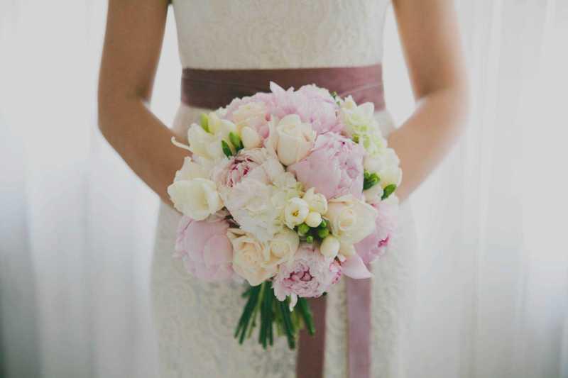 bouquet di peonie e rose fiori matrimonio torino