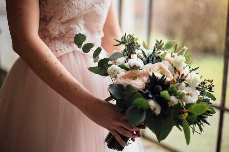 bouquet romantico rose ranuncoli cipria simmi
