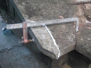 Successivo incollaggio con resina epossidica della pietra precedentemente imperniata