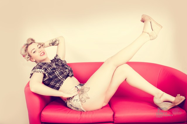 50s style pin up shoot @ simoneverettphotographykent.co.uk