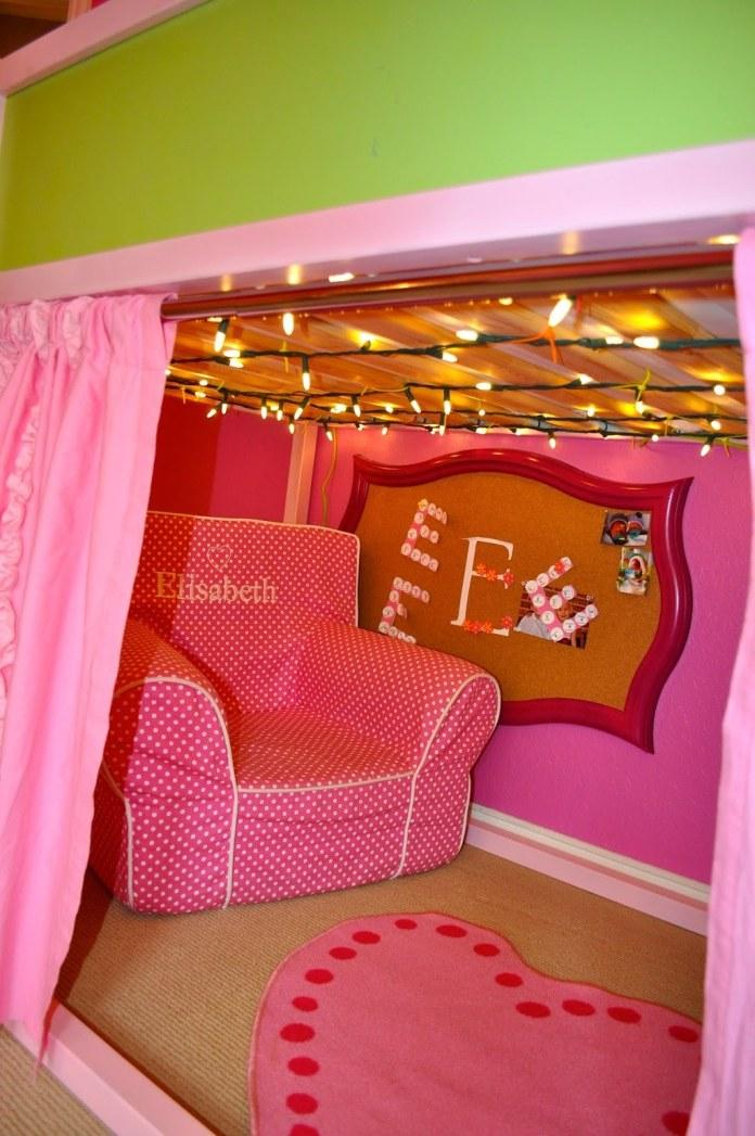 5 Make a Kura bed into a cozy reading nook via simphome
