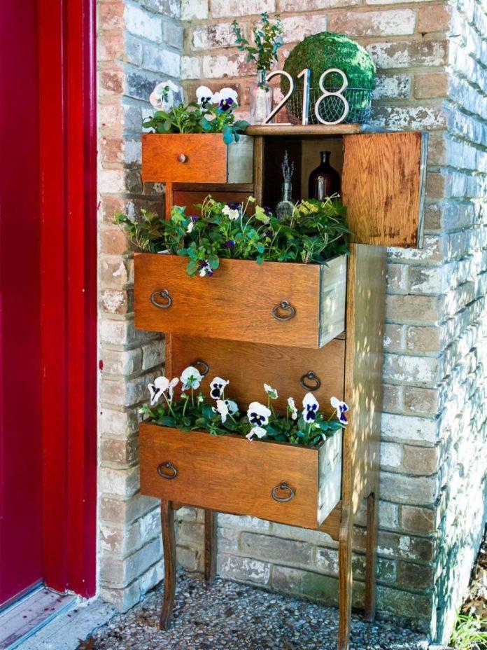 5 Old furniture planter via simphome