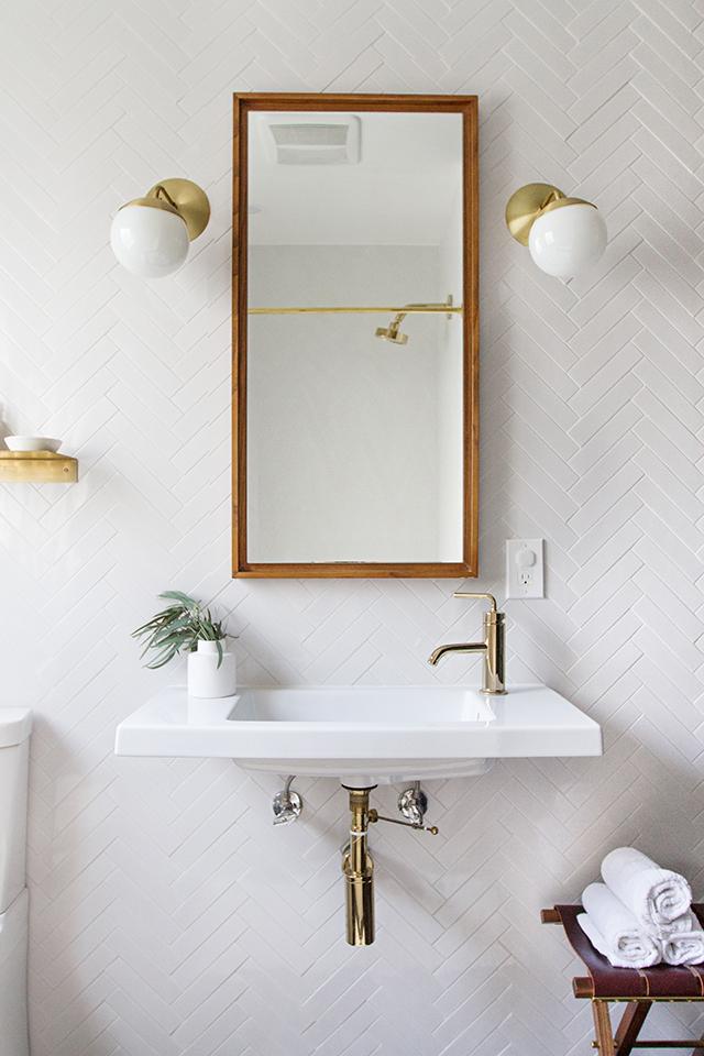 1 Minimalist Bathroom via Simphome