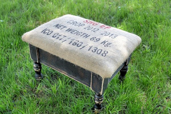 A bland little footstool via simphome 4