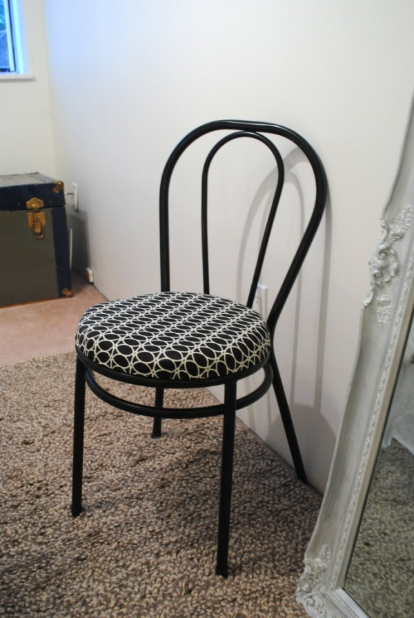 How to refresh Little Bistro Chair Via Simphome 1