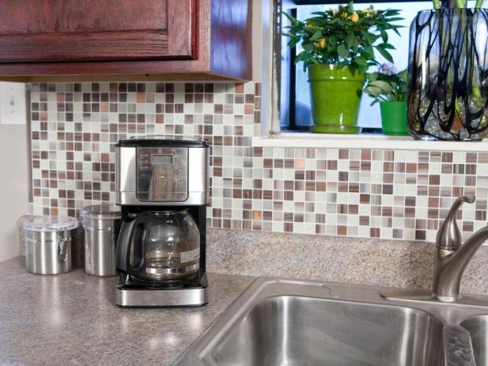 2 Easy to Peel Backsplash for Your Kitchen via simphome