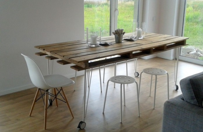 7. Movable Pallet Dining Table via SImphome