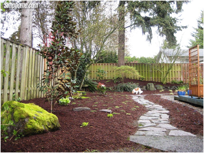 2.dog friendly backyard design ideas for the home kid friendly via Simphome.com
