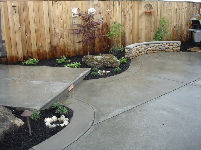 4. Combination of two models of concrete in a small backyard via Simphome.com