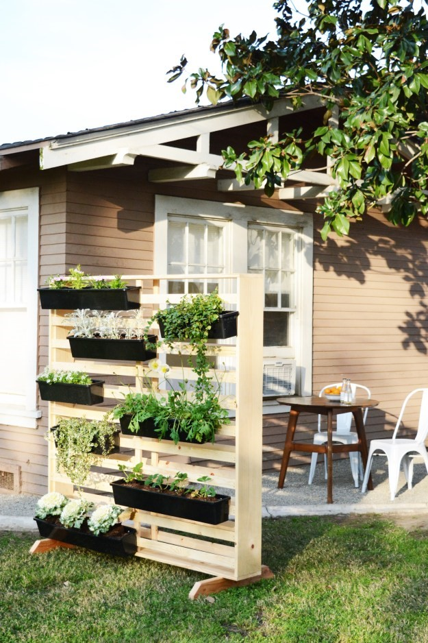 5. A DIY Portable Garden project Idea via Simphome.com