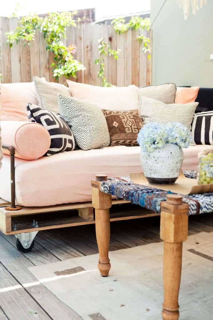 10.SIMPHOME.COM Wood Pallet Daybed