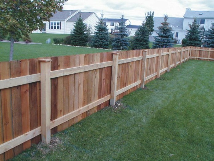 11.SIMPHOME.COM wood fence design backyard wood fence designs ideas and plans
