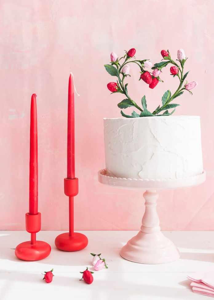 5.Simphome.com Or Festive Cake Topper