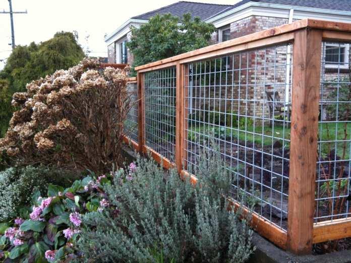 Simphome.com awesome hog wire fence design ideas for your backyard garden for 2020 2021