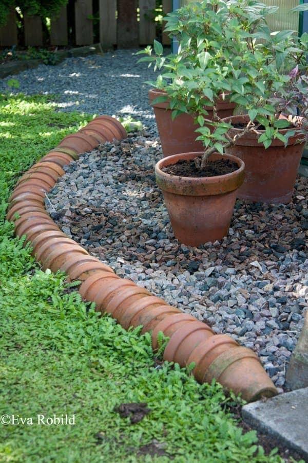1.Simphome.com Terracotta Pot Edging