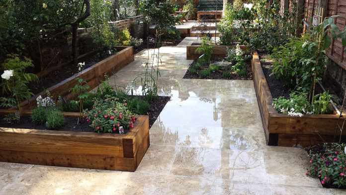 3.Simphome.com Garden with Travertine Pavers 1