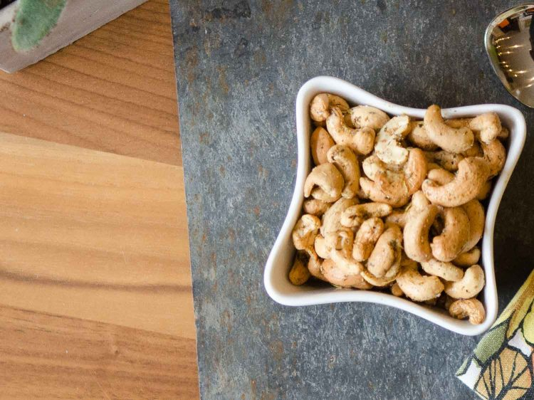 Garlic and Herb Roasted Cashews