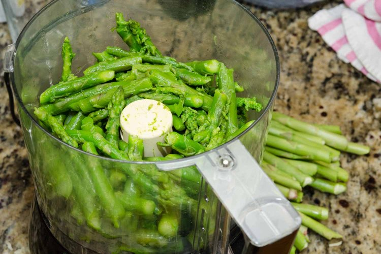 Cooked Asparagus in a Food Processor