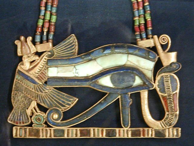 799px-wedjat_udjat_eye_of_horus_pendant