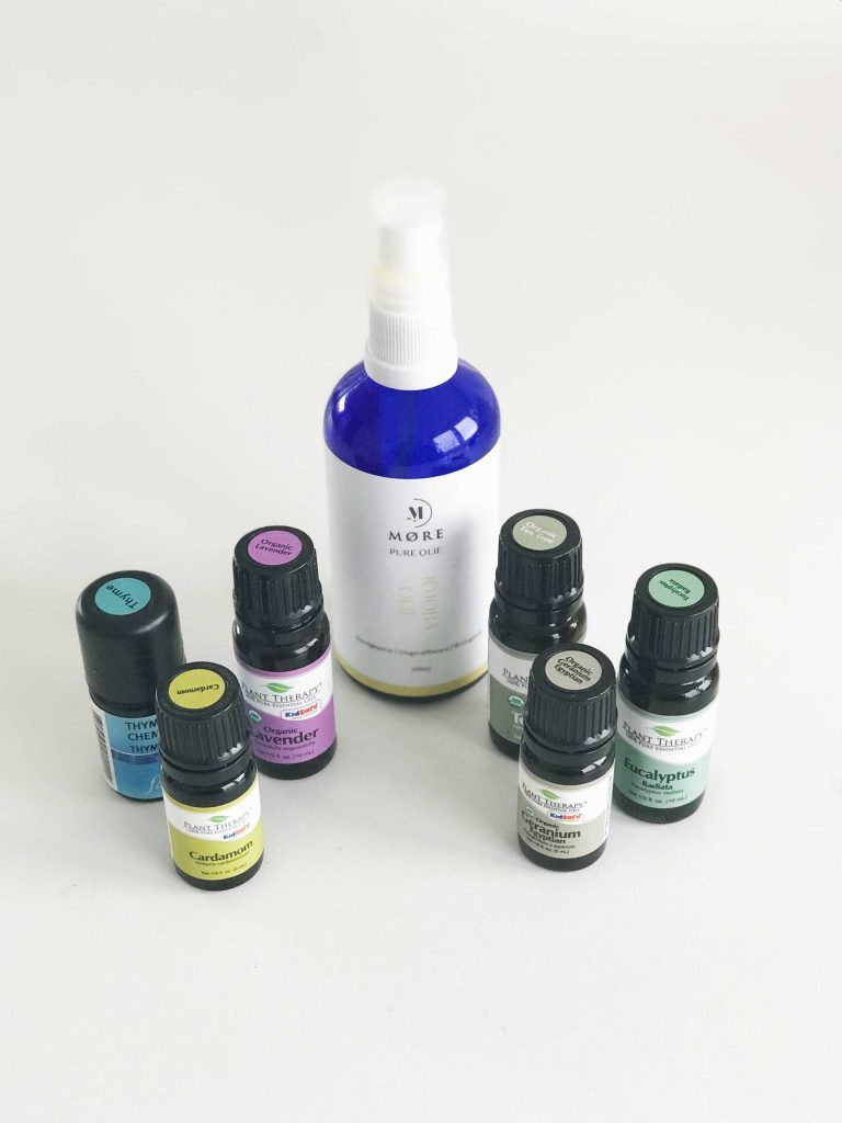 Essential oil mix for colds. Thyme-, teat ree-, eucalyptus-, Lavendar-,  Geranium-and cardamon oil.