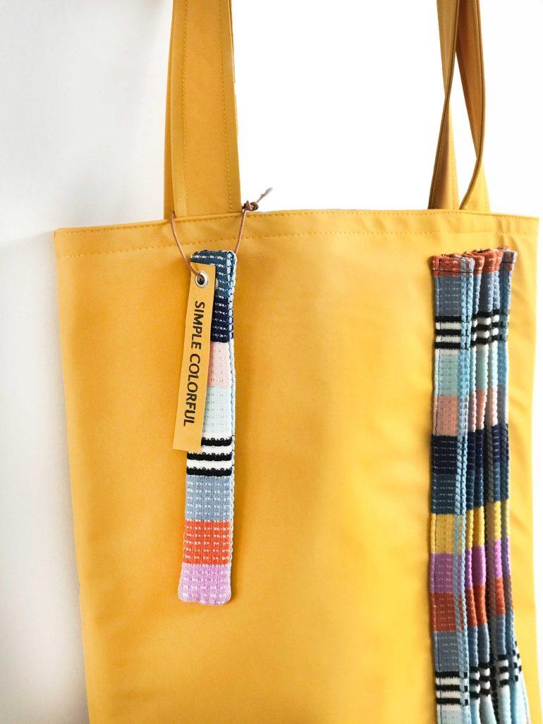 Gele tas van regenstof