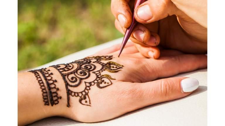 animations insolites mariage - tatouage henné