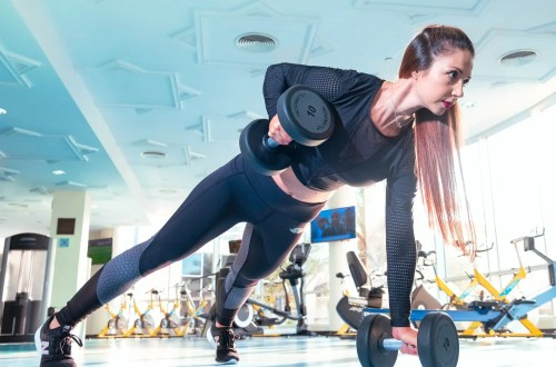 woman doing exercise inside gym