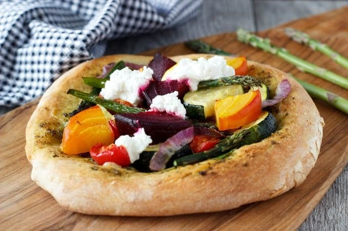 rustic veggie pizza featured
