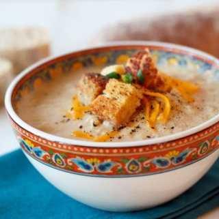 Creamy Cauliflower and Cheddar Soup