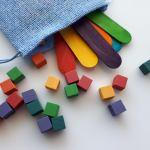 Cubes et bâtonnets de bois multicolores style Montessori - Waldorf