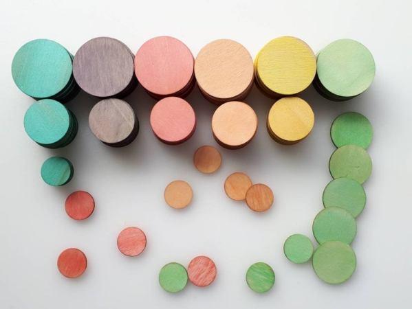 Cercles en bois teints