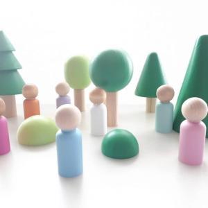 Forêt et personnages en bois