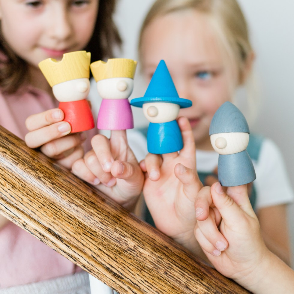 Quatre marionnettes en bois