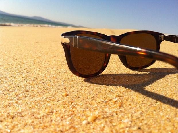 sunglasses-115870_640