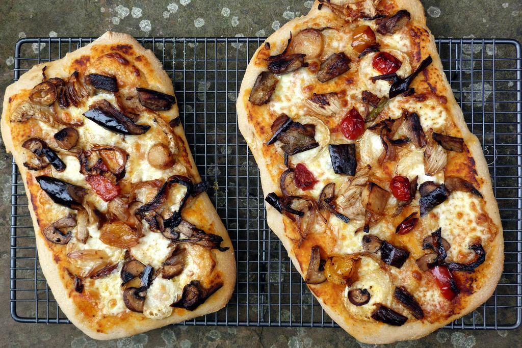 7658262902_878237e416_b_pizza-dough