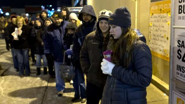 Black Friday: People Are Getting Paid To Wait In Line - Simplemost
