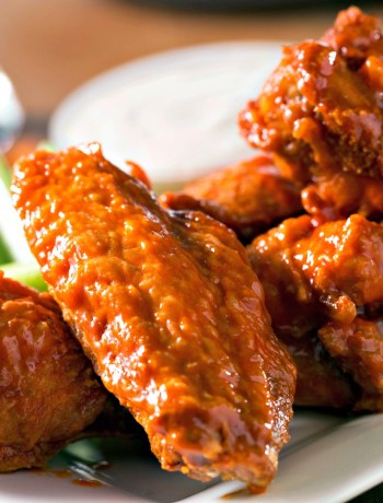 SIMPLE BAKED BUFFALO WINGS - baked not fried, perfect flavor, no mess #wings #buffalo #partyfood