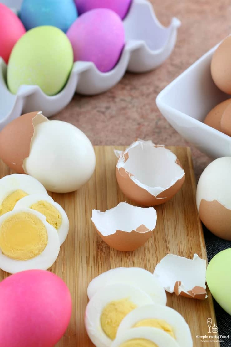 SIMPLE Instant Pot Hard Boiled eggs - how to make hard boiled eggs perfectly! #easter #eastereggs #hardboil #simplepartyfood