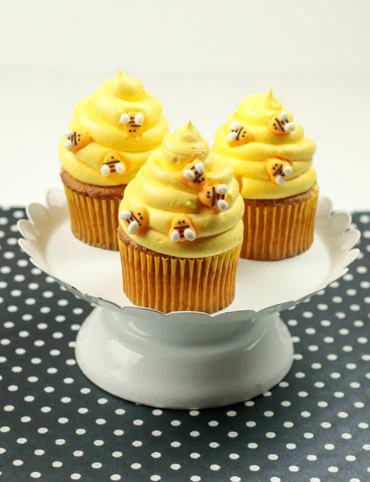 SIMPLE Honey Bee cupcakes