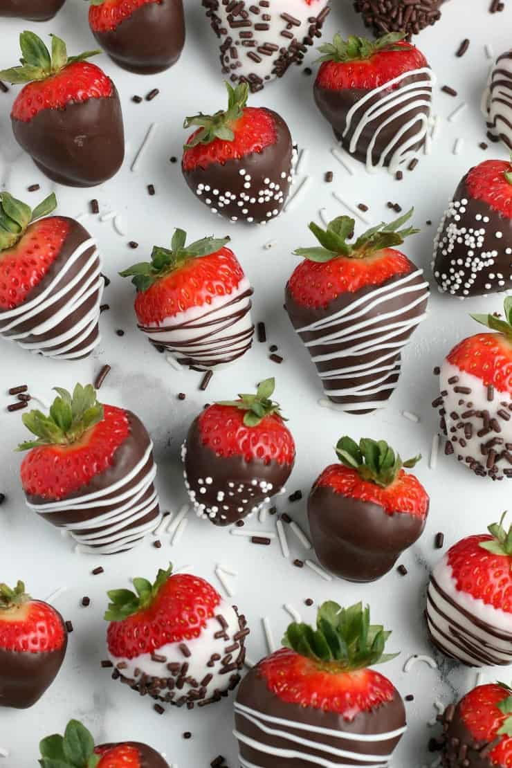 SIMPLE Chocolate Covered Strawberries for Valentine's Day #simplepartyfood
