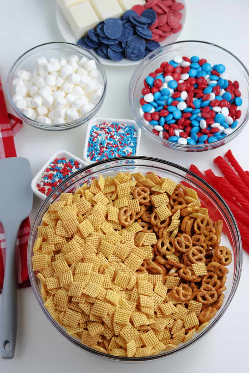 SIMPLE 4th of July Patriotic Chex snack mix
