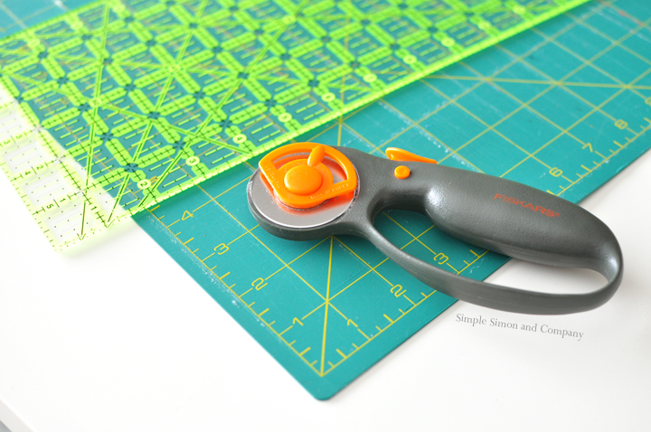 simple sewing tools--mat and cutters