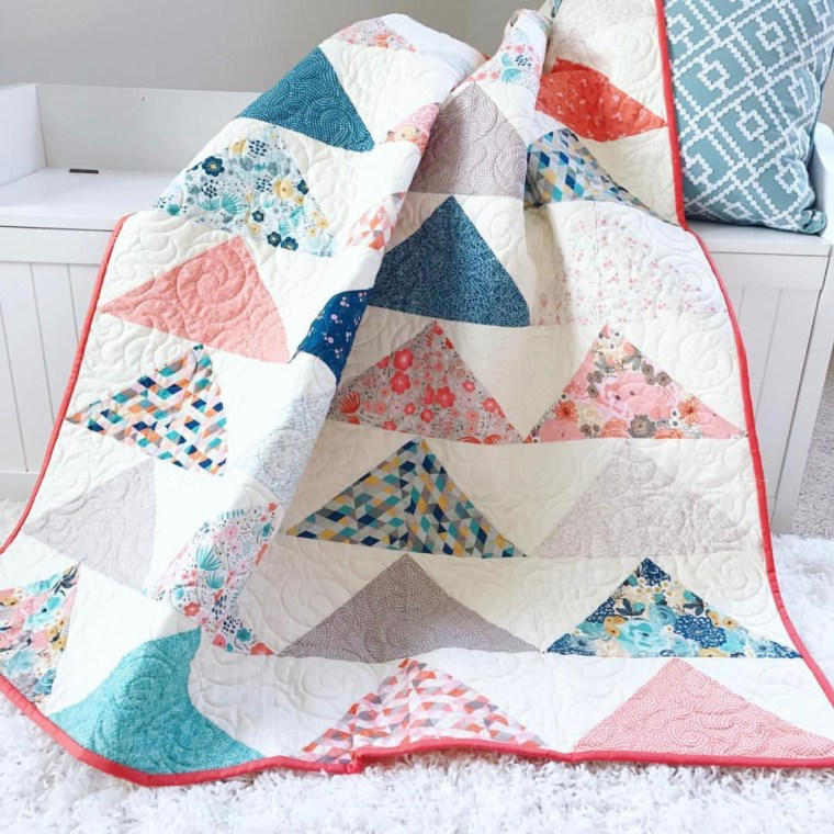 Minimal Triangles Quilt Pattern Title